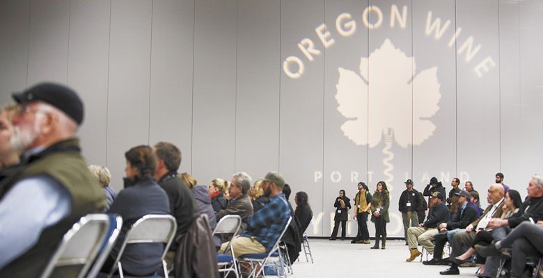Attendees gather for a seminar at the 2018 Oregon Wine Symposium at the Oregon Convention Center.## Photo by Carolyn Wells Kramer