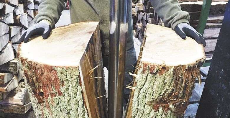 First, the log is either split or quarter-sewn, depending on the type of wood.  ##Photos provided by Tonnellerie Allary