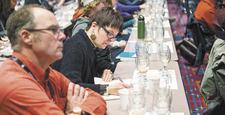 Stirling Fox and Kelly Kidneigh of Mad Violets take notes during the sparkling seminar. ##Photos by Carolyn Wells-Kramer