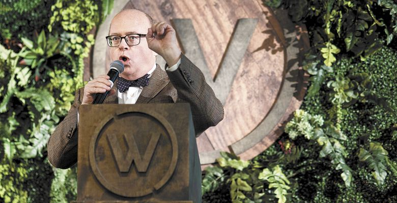 Auctioneer Fritz Hatton encourages guests to increase their bids during the 2017 Willamette: The Pinot Noir Barrel Auction. ##Photo by Aubrie LeGault