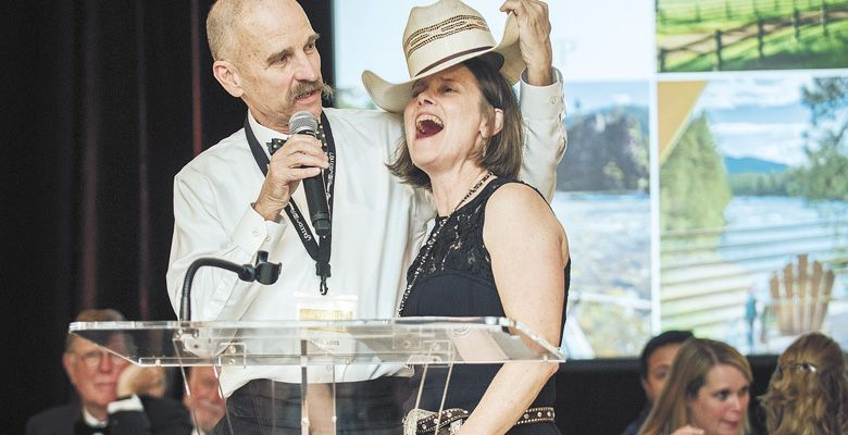 Rollin Soles presents Lynn Penner-Ash of Penner-Ash Wine Cellars the 2019 Legacy Winemaker Award at the ¡Salud! gala.##Photo by Kathryn Elsesser