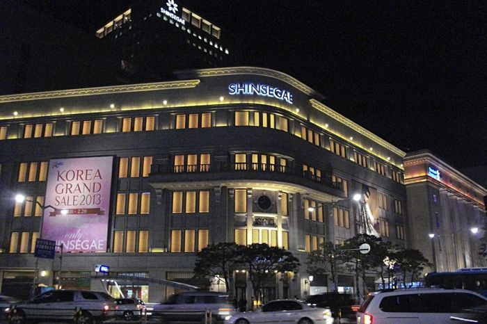 Shinsegae's flagship department store in Centum City, Busan, is the world's largest, surpassing Macy's in New York City in 2009.