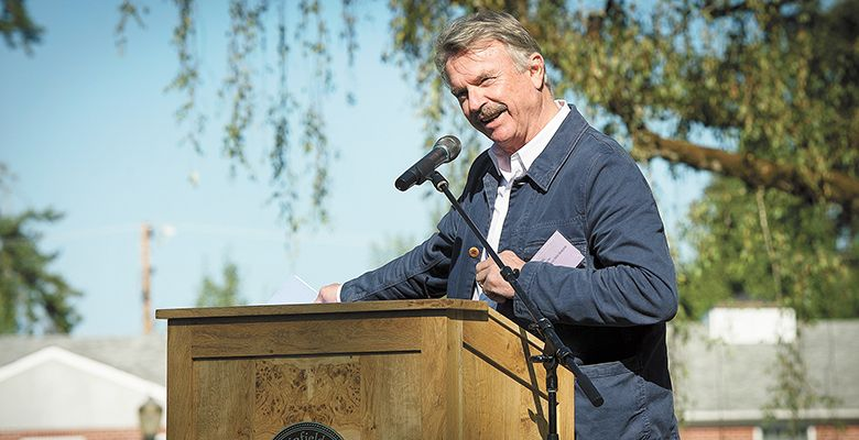 Master of Ceremonies Sam Neill speaks to the 2015 IPNC crowd.##Photo by Andrea Johnson
